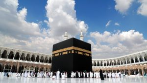 Kaaba-Courtyard-833x474