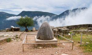 Sacred-Omphalos-Stone-delphi